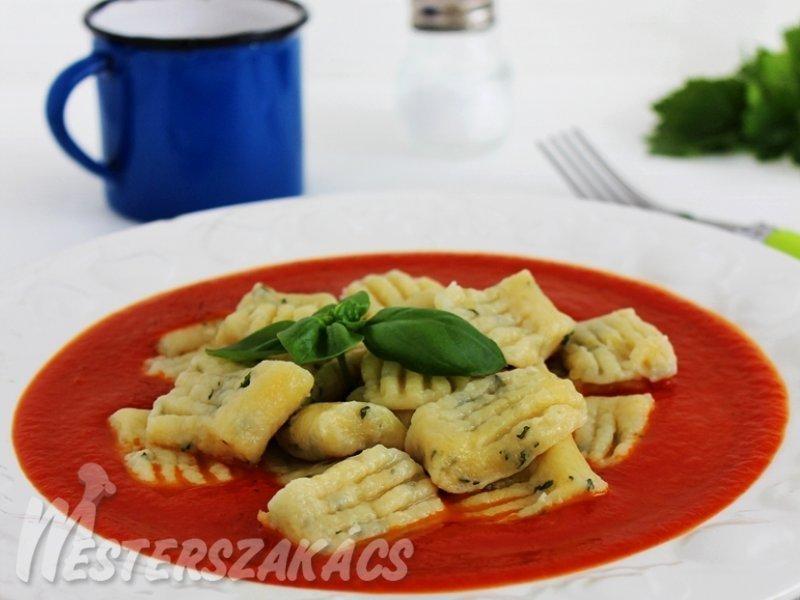 Bazsalikomos gnocchi zelleres paradicsomszósszal recept