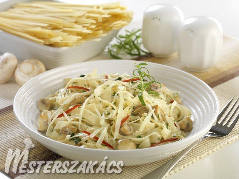 Gombás-tejszínes  szélesmetélt, reszelt sajttal recept