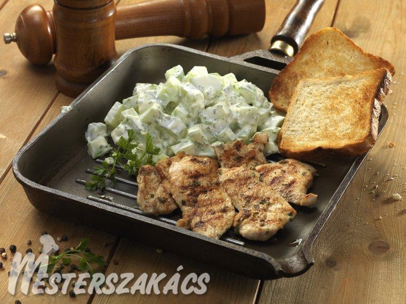 Grillezett csirkemell, majonézes uborkasalátával recept