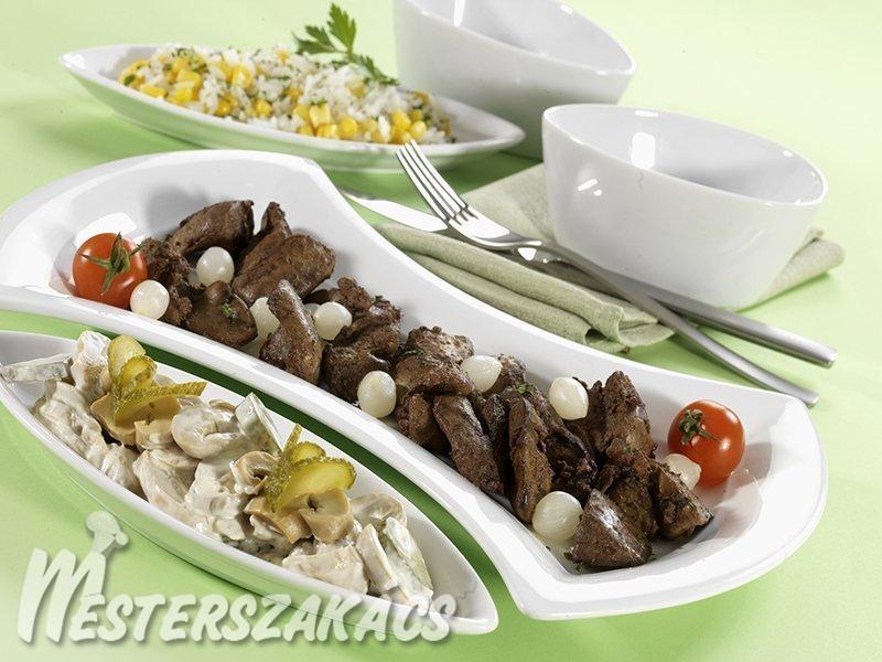 Gyöngyhagymás csirkemáj  uborkás gombasalátával és kukoricás rizzsel recept