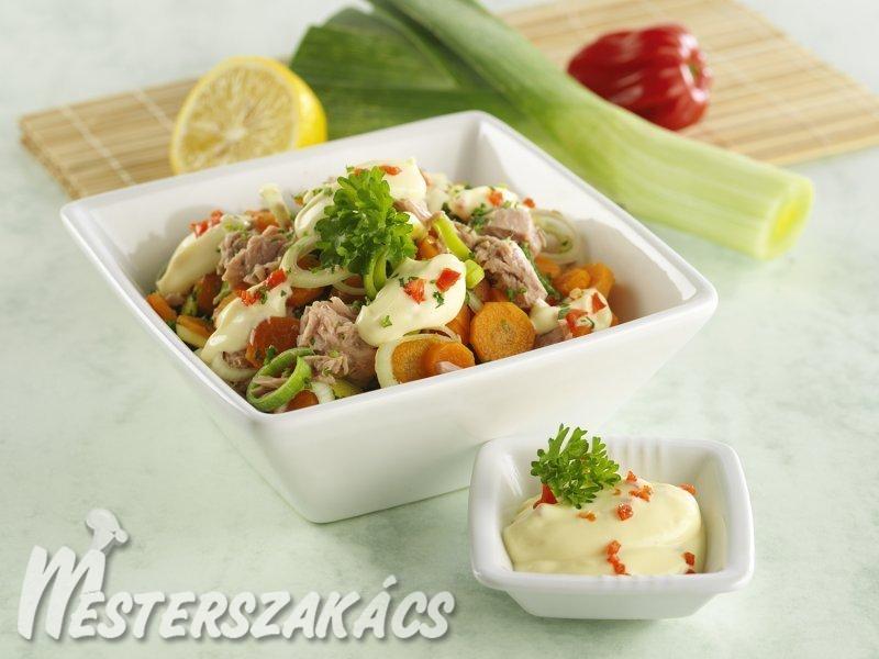 Karottás-pórés tonhalsaláta, chilis majonézzel recept
