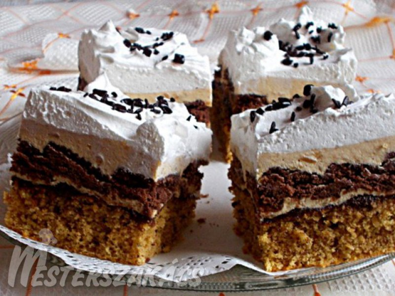 Mogyorós, kekszes sütemény karamell krémmel recept