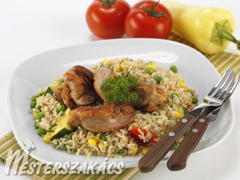 Olívás csirkecombok zöldséges barna rizzsel recept