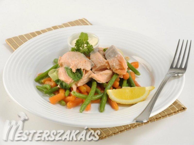 Parajos lazactekercs zöldbabos sárgarépaágyon recept
