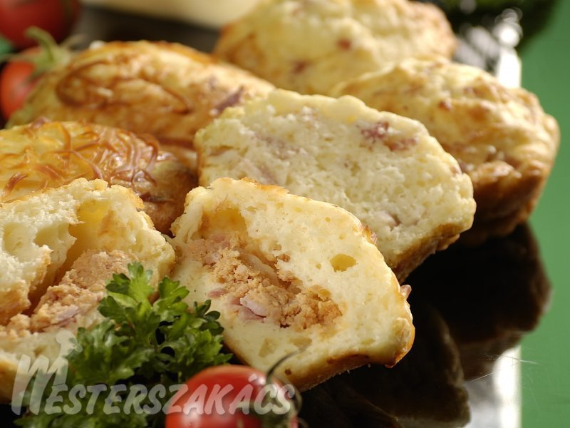 Sajtos, sonkás muffinok recept