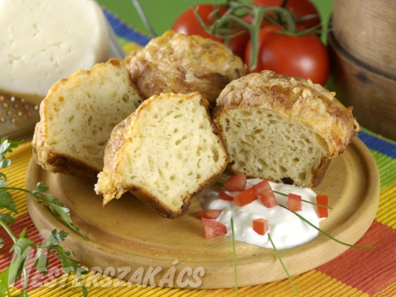 Sajtos, tejfölös muffin recept