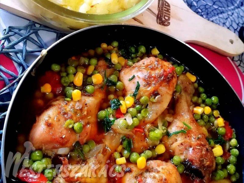 Serpenyős csirkecombok, sült zöldségekkel recept