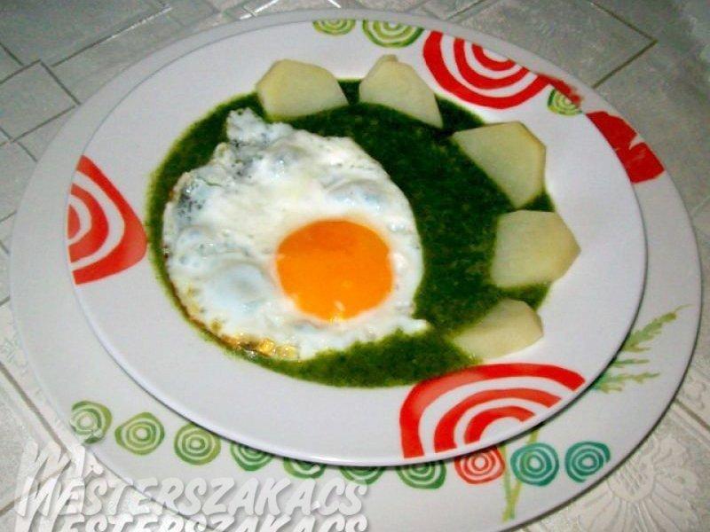 Spenót tükörtojással, főtt burgonyával recept