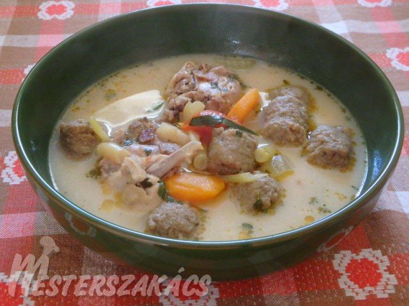 Tárkonyos csirkeaprólékleves májgombóccal recept