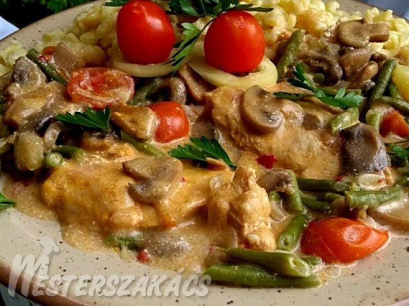 Tejszínes-gombás, zöldbabos csirkemell recept