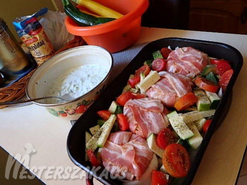 Töltött hagyma grillezett zöldségekkel recept
