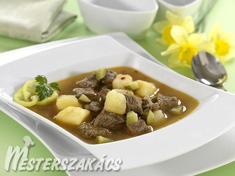 Uborkás, vadhúsos krumpligulyás recept