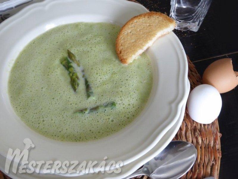 Zöldspárga krémleves fokhagymás pirítóssal recept